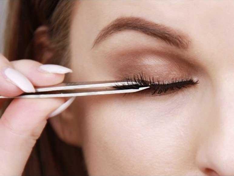 Apply eyelashes