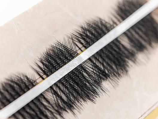 Eyelashes manufacturing corss to make pattern