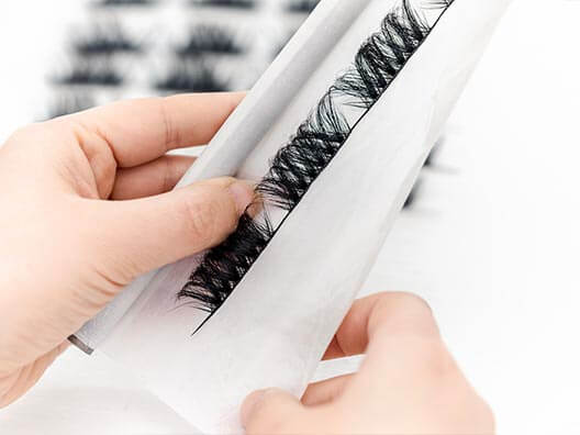 Eyelashes manufacturing untie and form the lashes