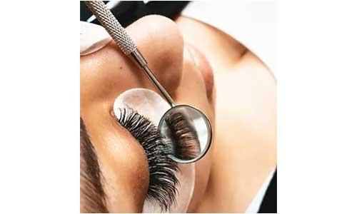 Application-of-Eyelashes