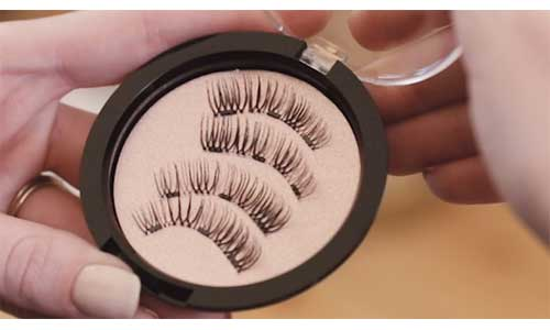 Cleaning-the-lashes