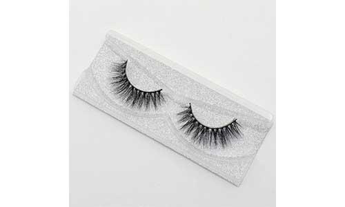 Magnetic-eyelash-in-a-case