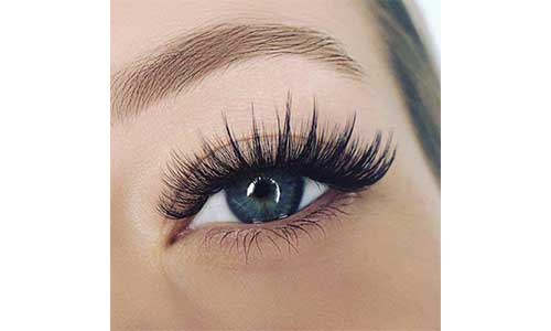Russian-Lashes-Applied-on-Eyes