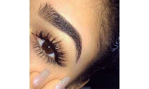 Russian-Lashes-With-Natural-Lashes