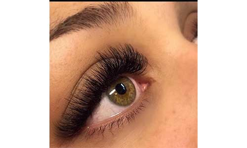 Russian-Lashes-on-eyes