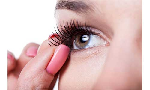 Simple-removal-of-lashes