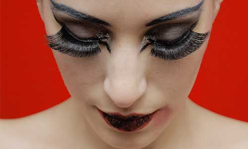 Woman-with-full-and-long-lashes
